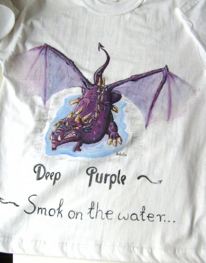 Głęboko purpurowy smok